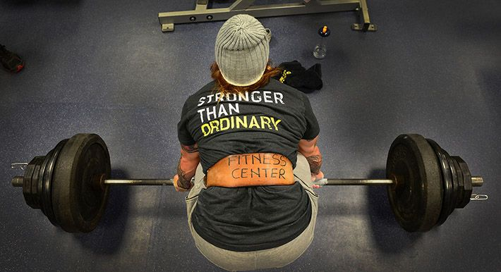 Man_som_tränar_på_gym