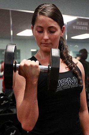 Tjej_som_bygger_muskler