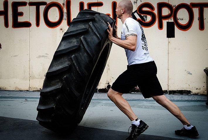 Man_som_tränar_hårt