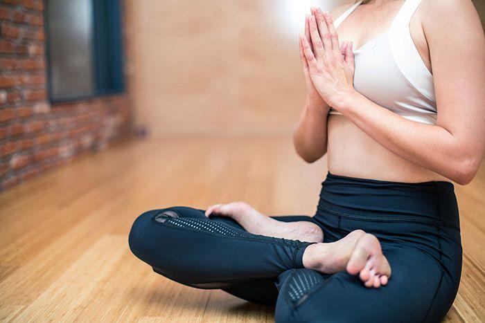 tjej-utöver-yoga